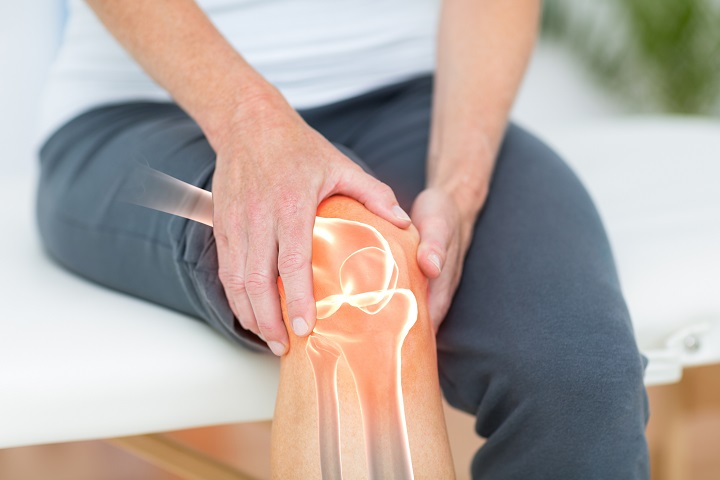 műtét utáni térd artritisz)