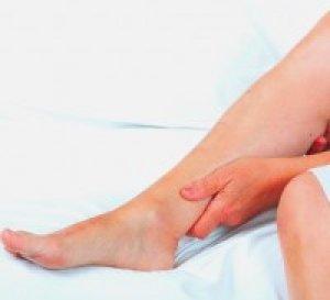 az ízületek megduzzadnak azon a lábon, amelyhez fordulni kell