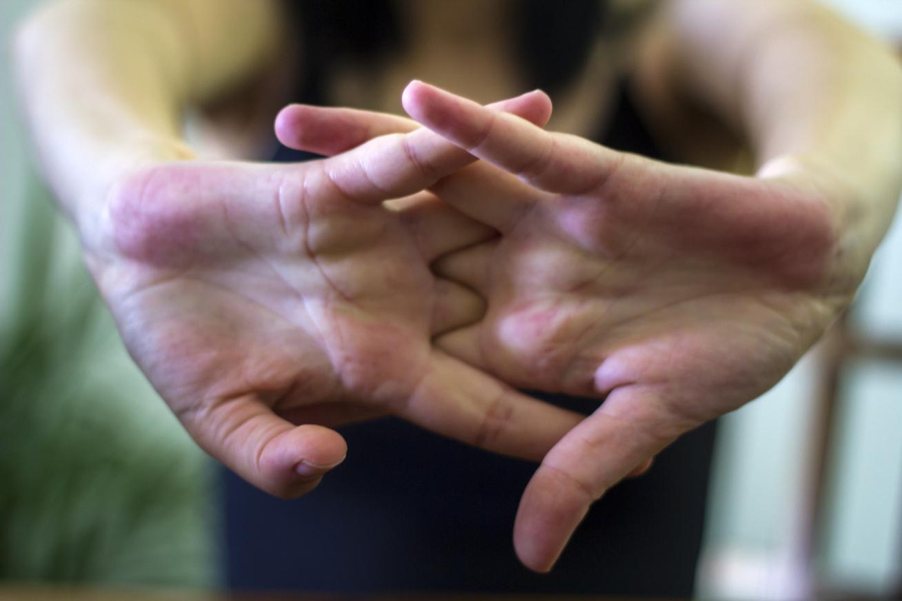 Ujjropogtatás: így teszi tönkre a az ízületeinket - EgészségKalauz