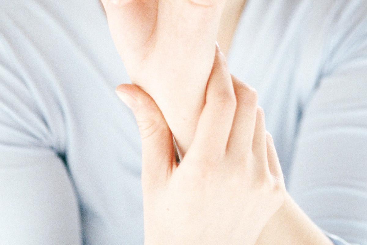 fájdalom a kézízületben, mint hogy kezeljék súlyos fájdalom a könyök- és vállízületekben