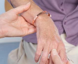 a kézízület fájdalma okoz