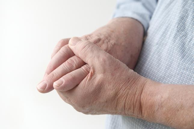 fáj az ujjak ízületei 18-kor)