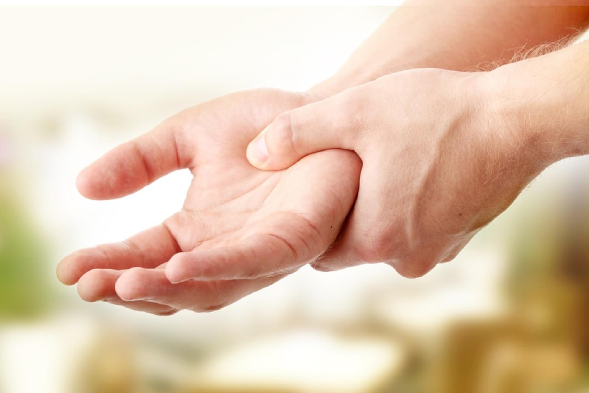 zsibbadás és fájdalom a kéz ízületeiben)