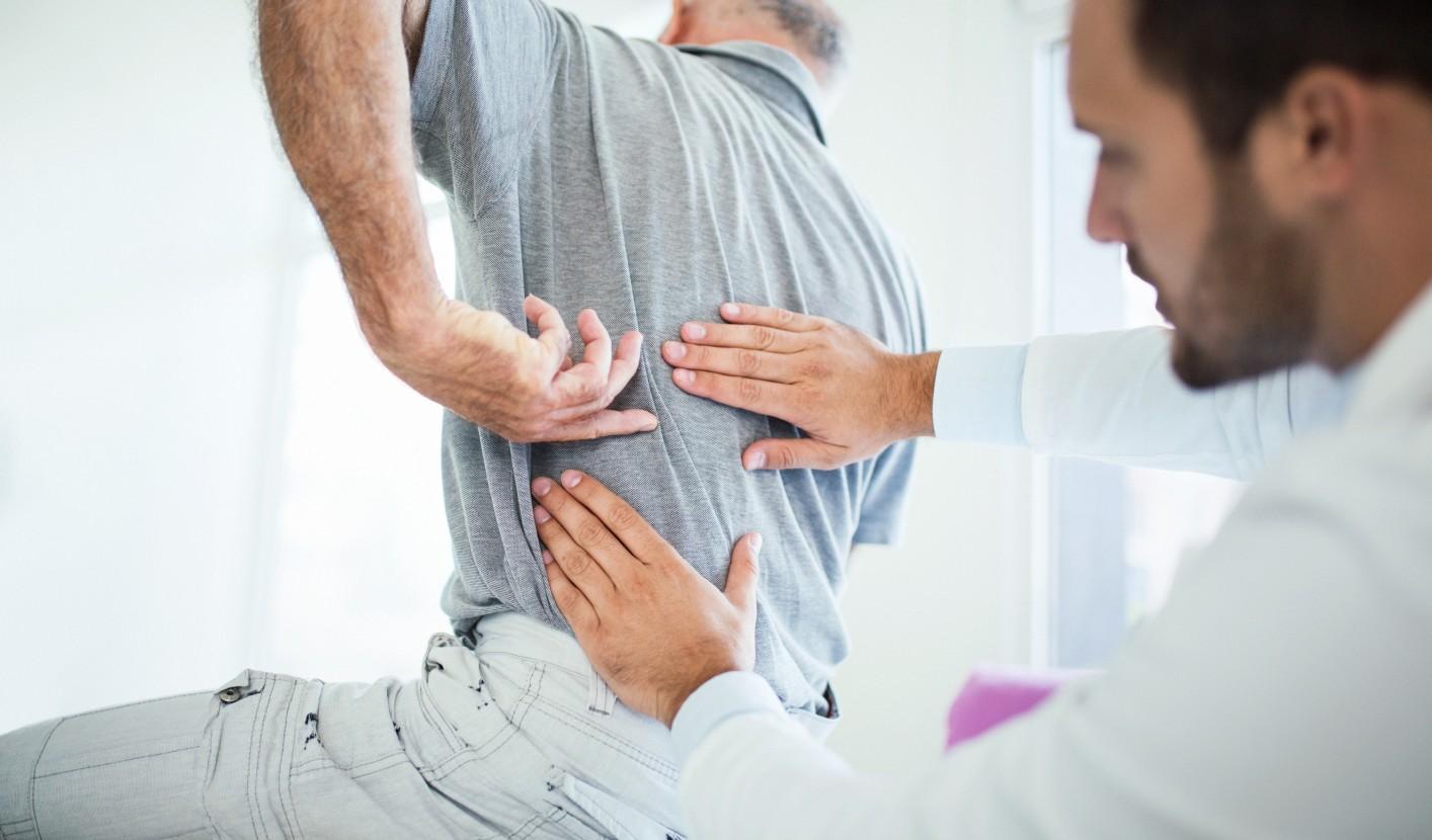 csípőfájás az alsó hátból)