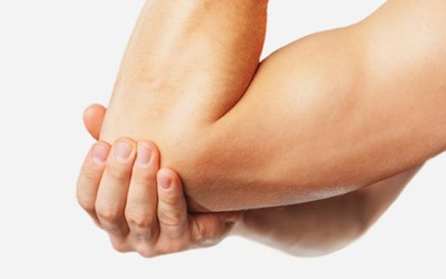 a kezelés kiütötte a könyökízületet fáj a lábak térdízületei