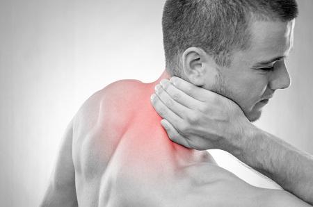 fájdalom a nyak vállízületében)