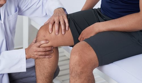 lábakízületi fájdalom időskorban a kéz duzzanata a könyökízület elmozdulásával