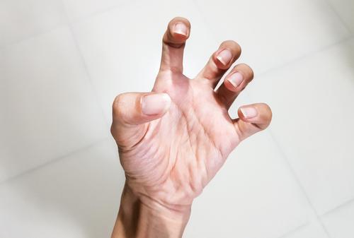 boksz fájó ujj ízület)
