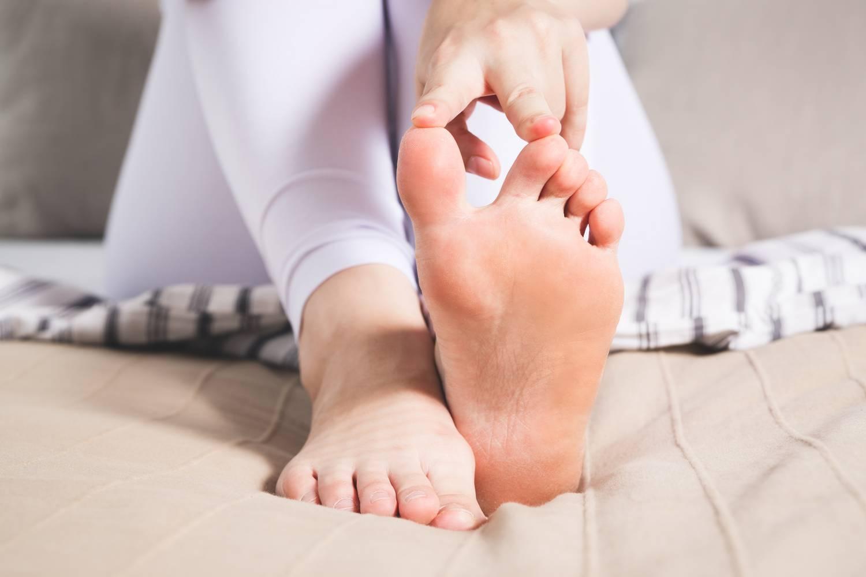 Nagy lábujj dudor - Bütyök 4 oka, 7 tünete és 6 kezelési módja