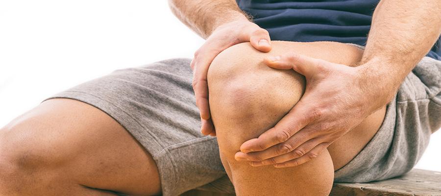 duzzadt térdízületi fájdalom járás közben