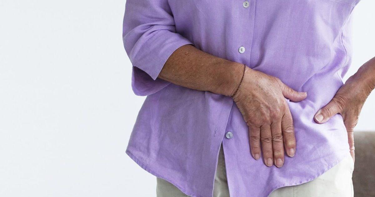 fájdalom a csípő területén járás közben)