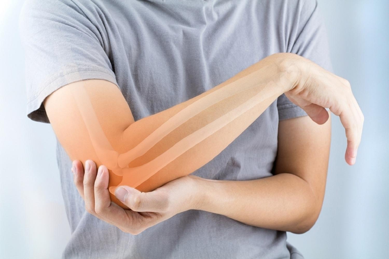 fájdalom a másik karjának ízületeiben)