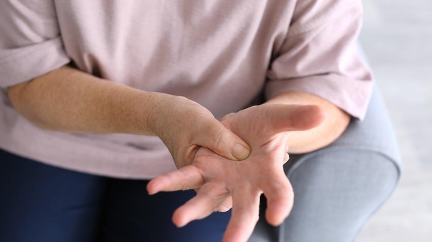 kéz ujjainak izületi fájdalma)