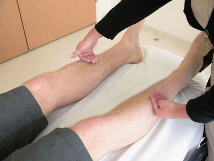 Csontritkulás, főleg a térdízületek csontainál az ízületek sérüléseivel