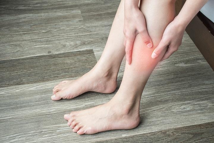 ízületi fájdalom a lábakban, hogyan kell kezelni)