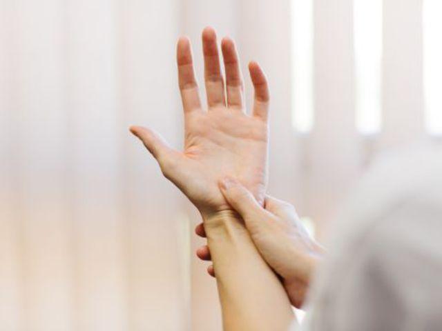 folyadék a hüvelykujj ízületében gyógykezelések a vállízület ízületi gyulladásának kezelésére