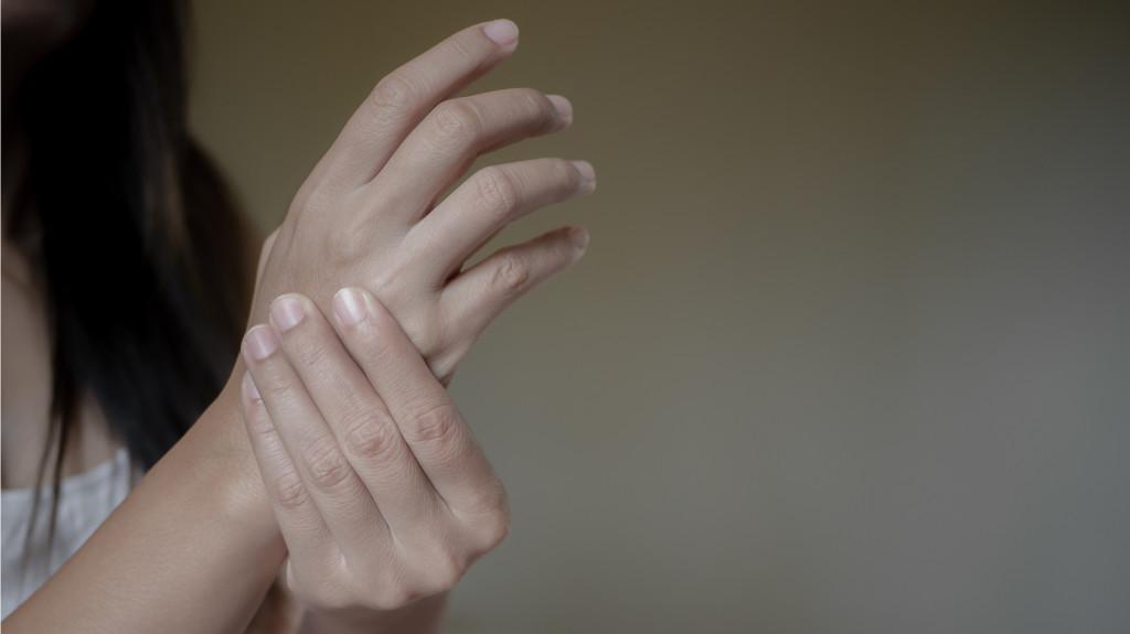 hogyan lehet csökkenteni az ujjak ízületeit)