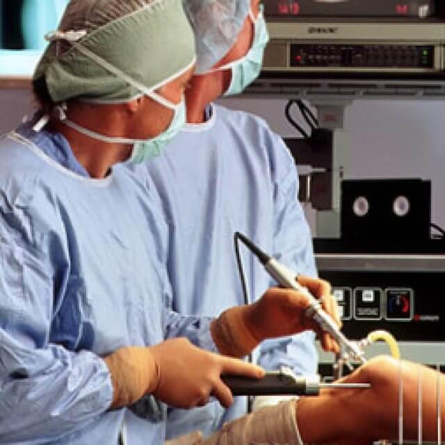 térdízület kezelés feszített szalagjának boncolása